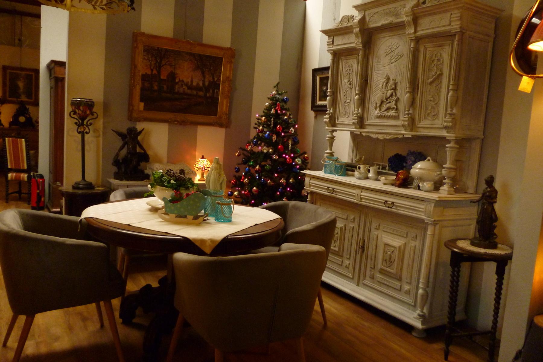 Verkoop van meubelen melsele antiek den ouden overzet for Antiek interieur