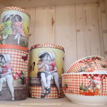 """Setje 3 porcelein kommetjes """"Secrets de petits confiseurs""""."""