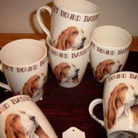 Porcelein mokken : Basset hound.