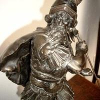 Kunstbrons : krijger met speer.
