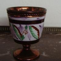 Porcelein : goudbekertje Lusterware.