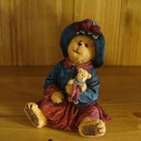 Stoneware : Mamie Bearsfelt with Teddy... Hold Near What is Dear