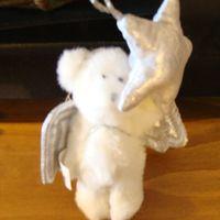 Kerst pluche : kerstboomornament engelenbeertje wit/zilver.