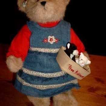 """Pluche : """"Katie, Bear of the month september 2007, ltd edition"""""""
