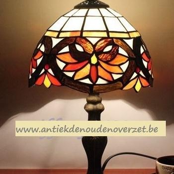 Tafellamp tiffany, gestyleerde Art Deco bloemen DOO1710/100