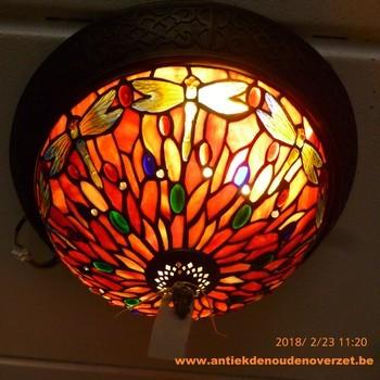 Plafondlamp tiffany, libelle in rood