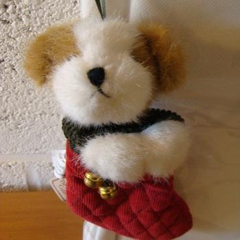 """Kerst pluche : kerstboomornament """"Hond in de kous"""""""