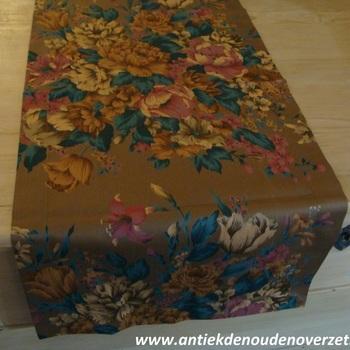 "Tafelrunner ""Chocolade bloemen"""