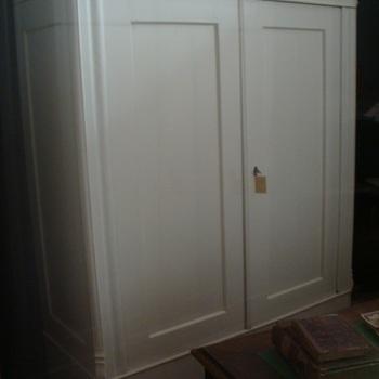 Twee deurs kast, geschilderd