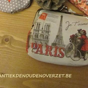 """Porte monnaie """"Paris je t'aime"""""""