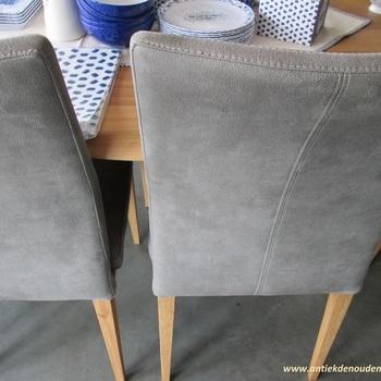 Square, stoelen in textielleder