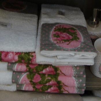 "Handdoek ""Mille Roses de Paris"""