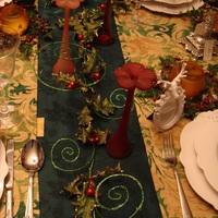 Een mooi gedekte tafel, voorbeelden genoeg bij Landelijk Interieur & Antiek Den Ouden Overzet te Melsele