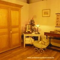 Prachtige, oude grenen meubelen, grote keuze bij Landelijk Interieur & Antiek Den Ouden Overzet te Melsele