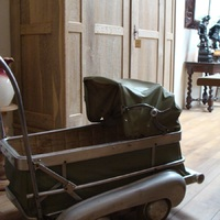Kinderwagen rond 1950, Antiek & Interieur Den Ouden Overzet, Melsele.JPG