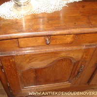 Restaureren van meubelen.  Landelijk Interieur & Antiek Den Ouden Overzet, Melsele