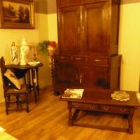 Sobere Louis Philippe meubelen passen in elk interieur.  Landelijk Interieur & Antiek Den Ouden Overzet te Melsele