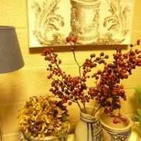 Kleine verzamelingen trekken de aandacht in ieder interieur.  Voorbeelden bij Landelijk Interieur & Antiek Den Ouden Overzet te Melsele