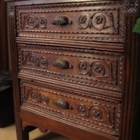 Praktisch en mooi : dit Louis XVI meubel vind je terug bij Landelijk Interieur & Antiek Den Ouden Overzet te Melsele