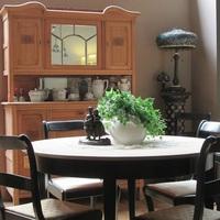 Combineren met meubels bij Antiek & Landelijk Interieur Den Ouden Overzet te Melsele