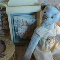 Handgemaakte beren in combinatie met Boyds Home WareAntiek & Landelijk Interieur Den Ouden Overzet, Grote Baan 238, B-9120 Melsele. ,